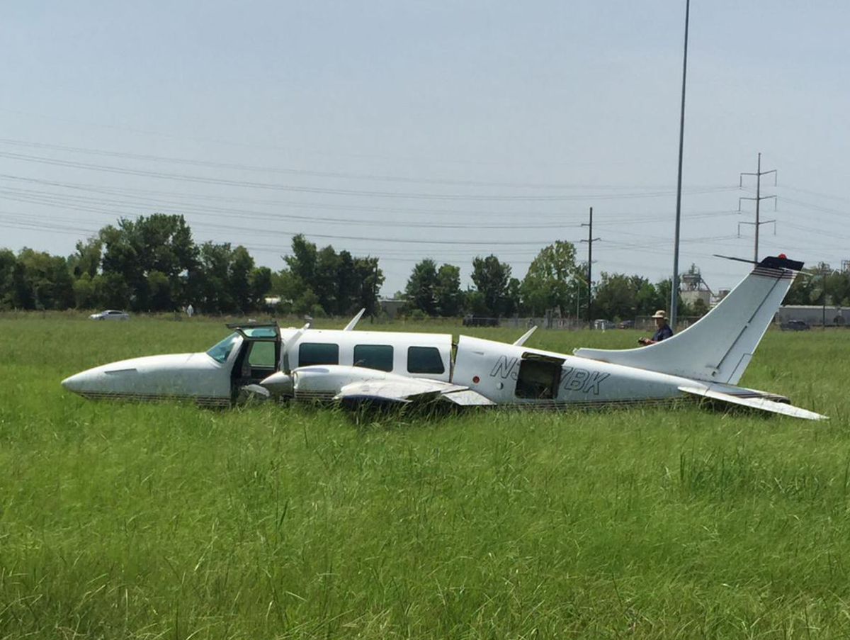 Crash Of A Piper Pa 61 Aerostar Ted Smith 601 In Baton Rouge Bureau Of Aircraft Accidents Archives