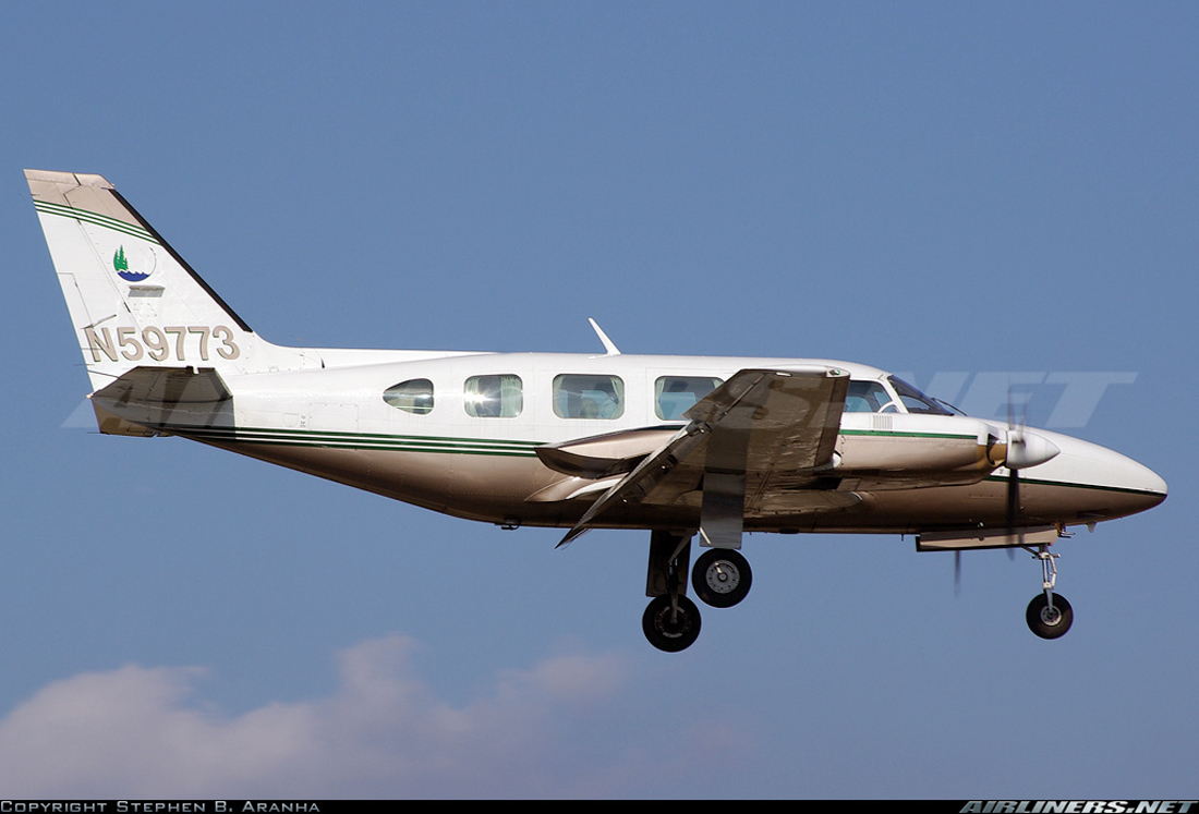 Crash of a Piper PA-31-350 Navajo Chieftain in Riverwoods: 3 killed
