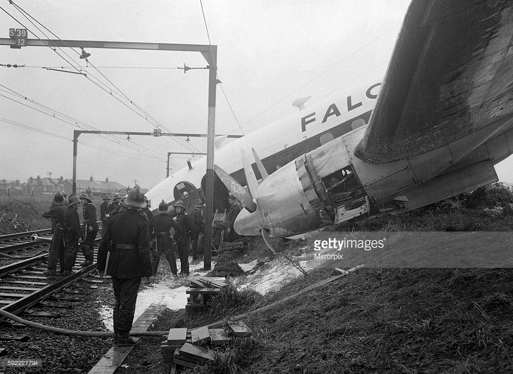 Crash of a Handley Page H P 81 Hermes IV in Southend