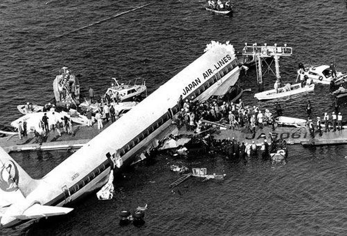 Crash Of A Douglas Dc 8 In Tokyo 24 Killed Bureau Of