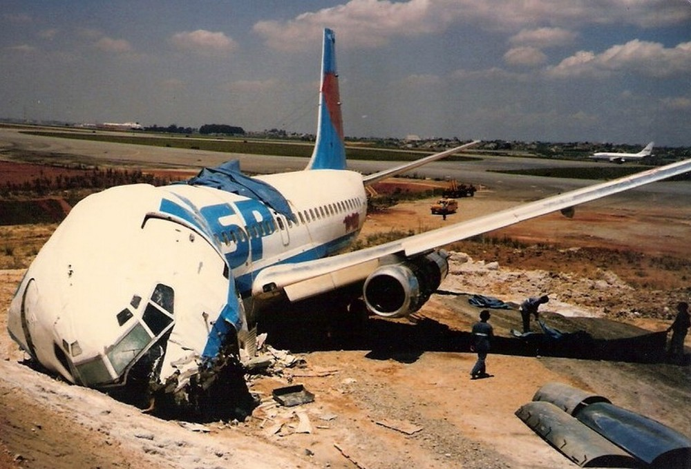 Crash Of A Boeing 737 200 In Sao Paulo 1 Killed Bureau