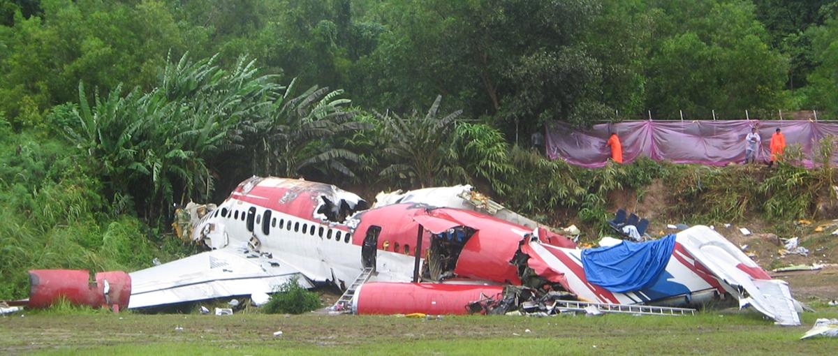 Crash of a McDonnell Douglas MD-82 in Phuket: 90 killed