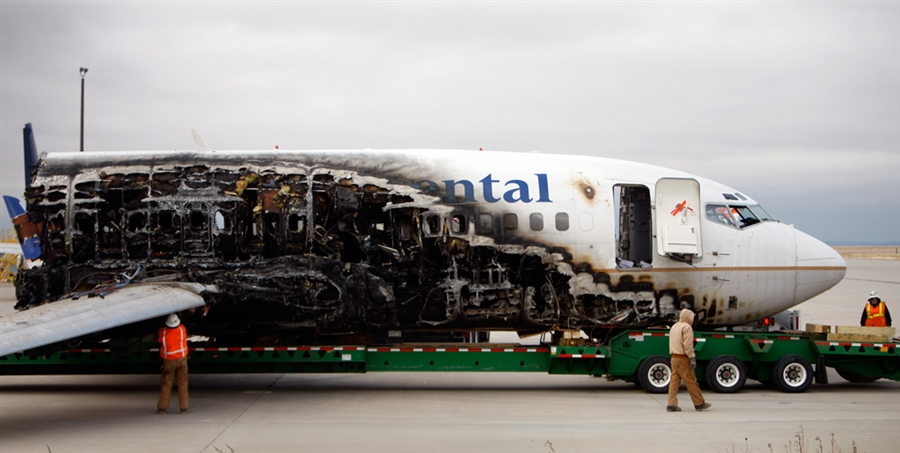 Crash of a Boeing 737-500 in Denver | Bureau of Aircraft Accidents Archives