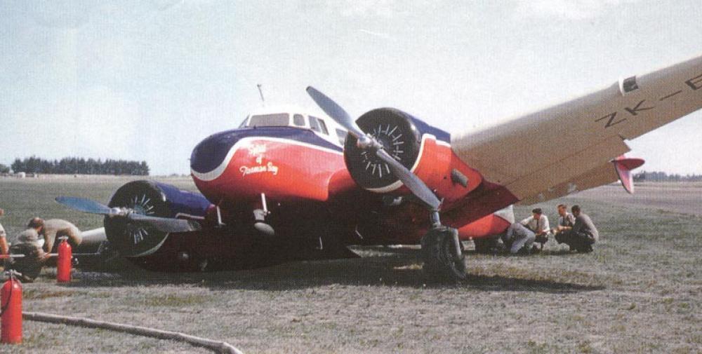 crash of a lockheed 10e electra in christchurch bureau
