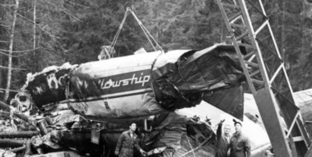 Crash of a Fokker F28 Fellowship 1000 near Oslo: 40 killed